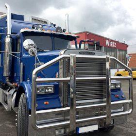 LKW Freightliner vor der Autolackiererei Wirtz in Hamm.