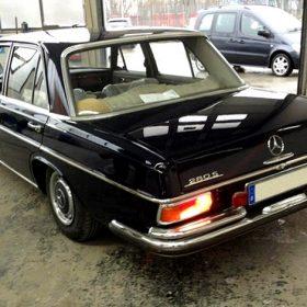 Neulackierter Mercedes auf dem Firmengelände der Autolackiererei Wirtz.